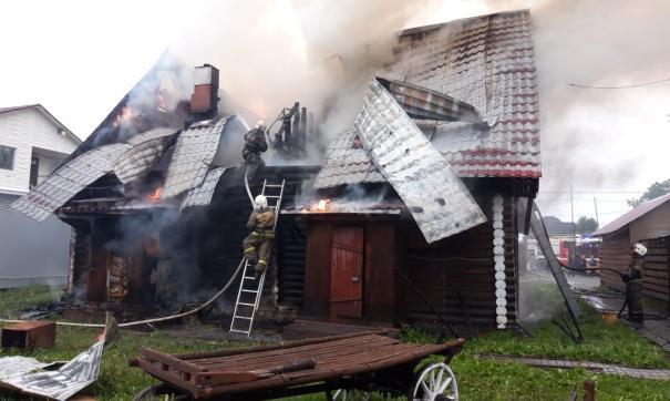 В Екатеринбурге горел частный банный комплекс