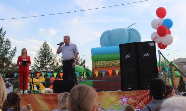 Владислав Гиске поздравил жителей поселка Старокамышинск