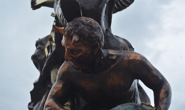 Скульптура дьявола