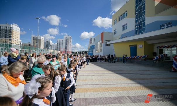 На Среднем Урале отменили школьные линейки на 1 сентябряНа Среднем Урале отменили школьные линейки на 1 сентября