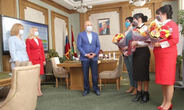 Игорь Артамонов провел встречу со специалистами МФЦ