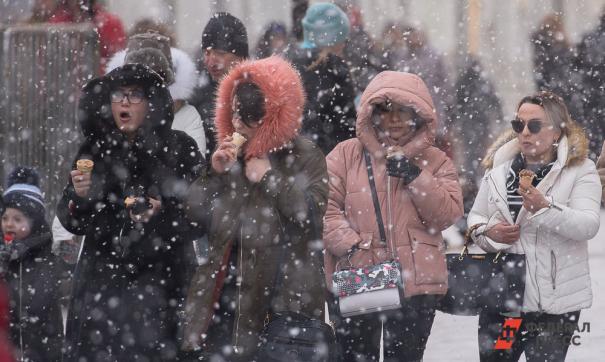 Екатеринбург сегодня накрыл первый снегопад