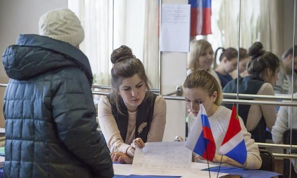 На избирательных участках по всей России задействовано более 56 тысяч наблюдателей.