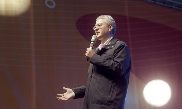 Пока в гонке лидирует врио губернатора Владимир Солодов