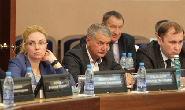 В новосибирском горсовете на четырех мужчин приходится одна женщина
