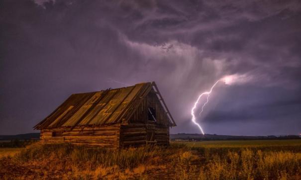 В Томской области мужчина погиб от удара молнии