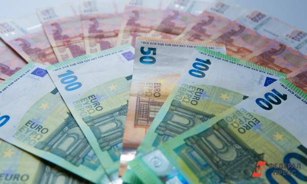 Число россиян желающих вложиться в иностранную валюту сокращается
