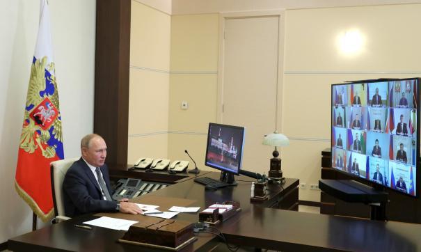 Владимир Путин  на совещании с губернаторами