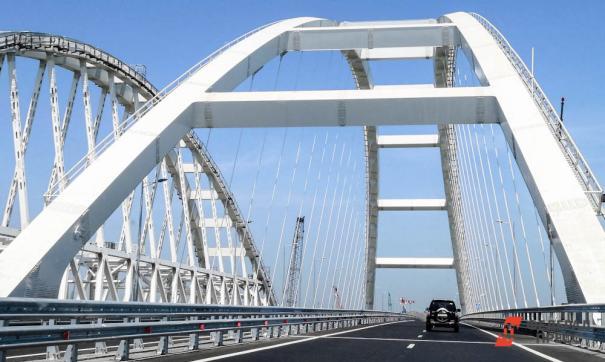 Баржа повредила Крымский мост