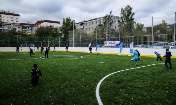 В Екатеринбурге дети открыли две новые спортивные площадки