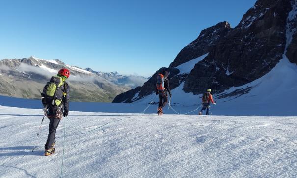 Спасатели четвертый день ищут пропавшую кубанскую альпинистку на Эльбрусе