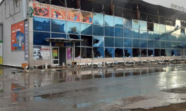 В Богдановиче крупный пожар уничтожил этаж торгового центра
