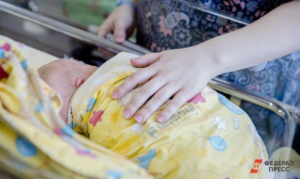 Найденная малышка в сумке из Карпинска начала набирать вес