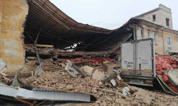 В Дегтярске наполовину рухнуло здание овощехранилища