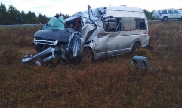 В Красноярском крае микроавтобус из Томска упал в кювет