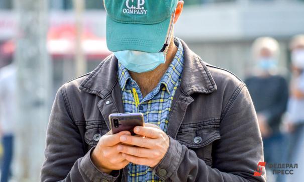Эксперт призвал дезинфицировать телефон пару раз в день