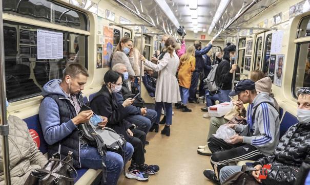 Врач считает, что коронавирусом проще всего заразиться в общественном транспорте
