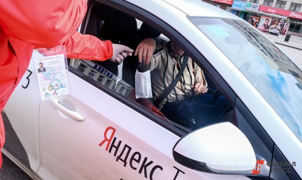 Оперативный штаб посоветовал свердловским таксистам делать экраны из пленки