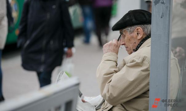 Сейчас пенсия рассчитывается исходя из величины заработной платы и страхового стажа