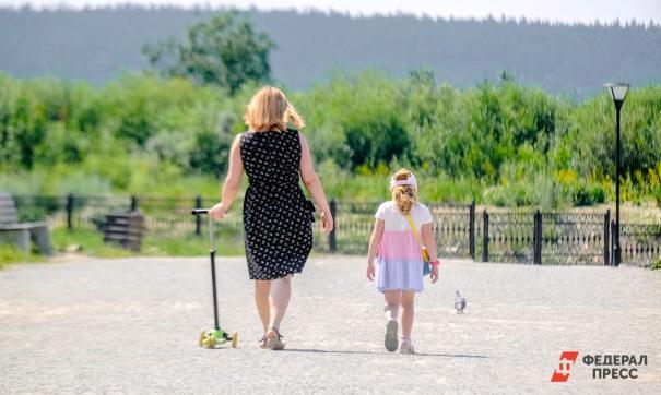 Половина российских семей зарабатывает только на одежду и еду