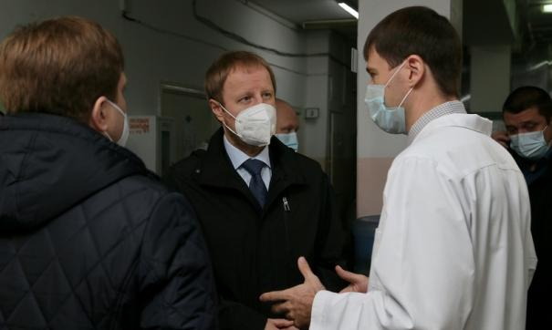 Виктор Томенко совершил рабочую поездку по поликлиникам Барнаула