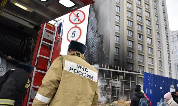 В Екатеринбурге загорелось строящееся здание на улице Щорса
