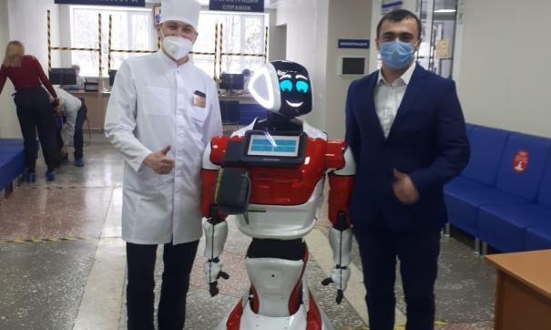 Робот Донни встречает доноров на станции переливания крови