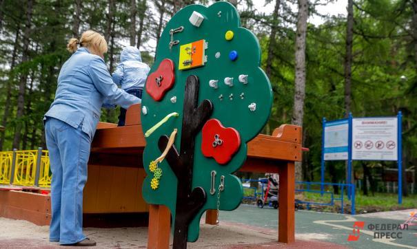 При помощи программы можно построить детскую площадку или благоустроить сквер