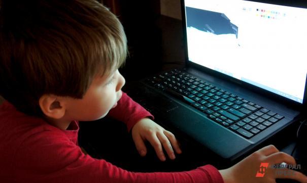 Постоянные занятия за компьютером плохо влияют на здоровье детей