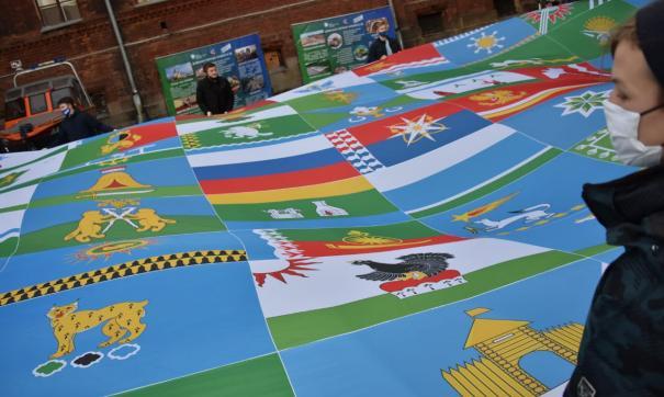 Площадь ткани составила 144 квадратных метра