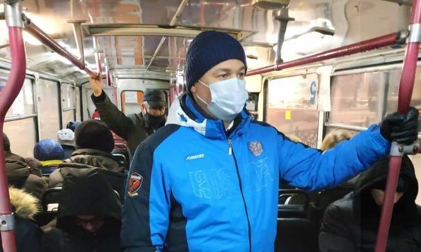 Андрей Панов проехался в общественном транспорте Новокузнецка