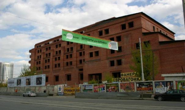 «Ледовая арена» планирует построить парковку на месте екатеринбургского недостроя
