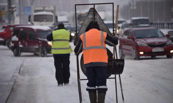 В екатеринбургском районе Краснолесье эвакуируют машины из-за уборки снега