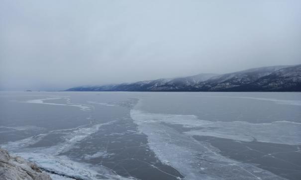 За минувшие сутки это далеко не единственное происшествие на Байкале