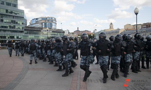 полицейские в оцеплении