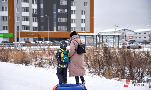 Родители требуют пресечь попытки втягивания детей в «уличную политику»