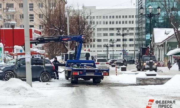 В Екатеринбурге начнут эвакуировать автомобили, мешающие уборке снега