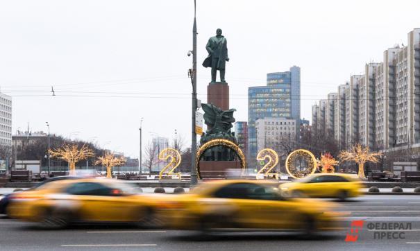 Россияне стали больше тратиться на такси