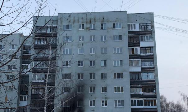 Фасад дома частично обгорел после пожара
