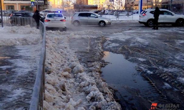 Тающий снег и лужи воды за ночь могут превратиться в лед
