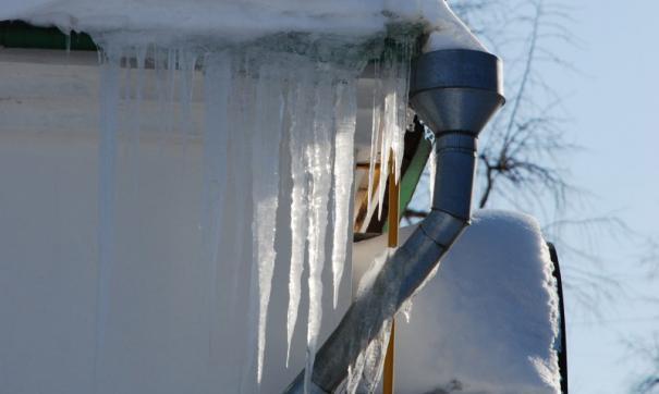 Школьник погиб в Саратове из-за глыбы льда