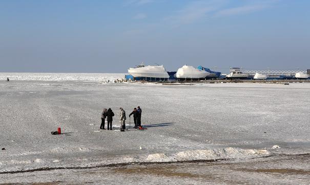 Голодающий остров: во Владивостоке под лед ушла машина с продуктами
