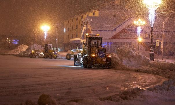 Из-за снега на Сахалине все еще заблокировано 10 дорог.