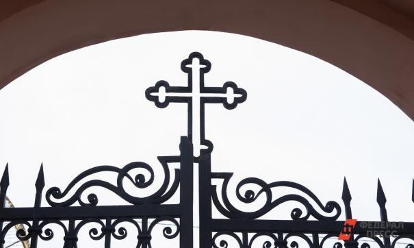 Крест на воротах