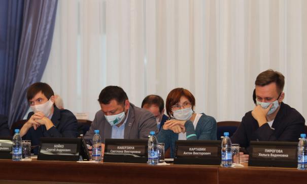 Сергей Бойко (второй слева) провел 28 суток административного ареста