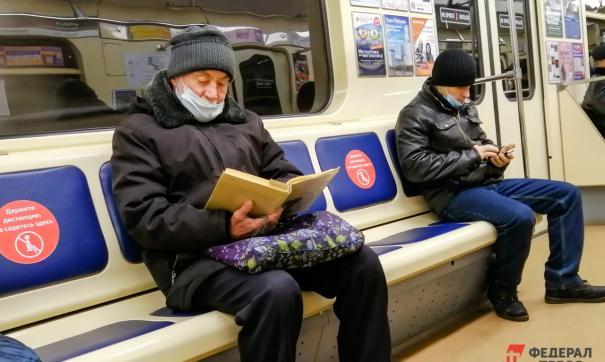 На Среднем Урале не собираются снимать масочный режим