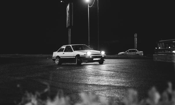 Автоэксперт перечислил правила безопасной езды в ночью