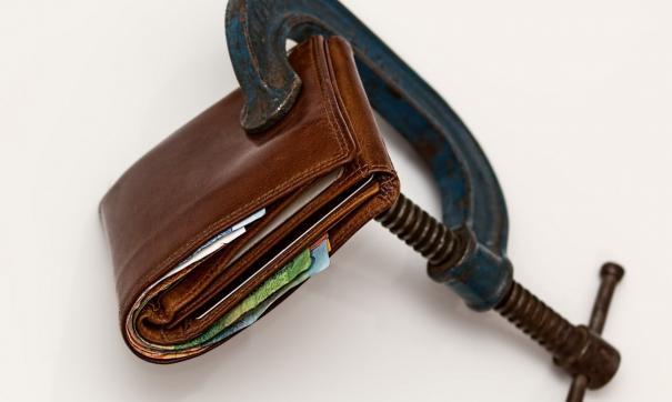 Первыми в рейтинге неплательщиков идут банковские заемщики