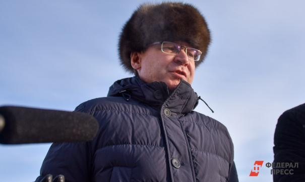 Владимир Якушев поздравил женщин с 8 марта