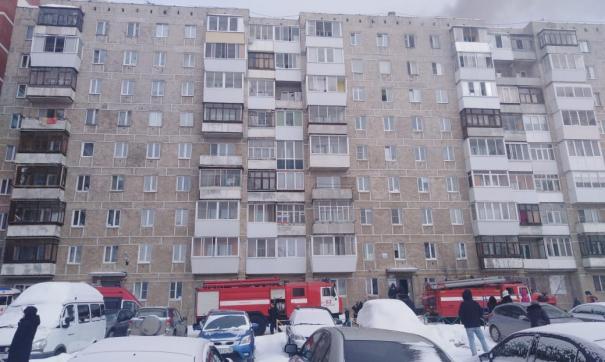 В Березовском из горящей квартиры спасли человека